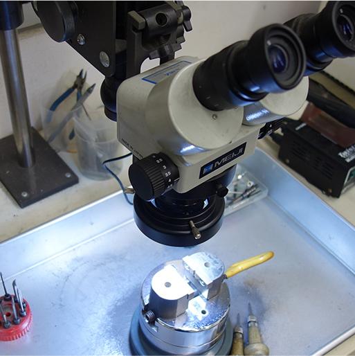 顕微鏡による石留